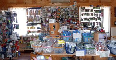 地震後のログハウス修理中の店内です